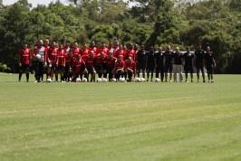 Andreo Marini, proprietário do complexo Arena Marini, recebeu o grupo do GE Brasil no novo campo oficial de futebol. Foto: Carlos Insaurriaga