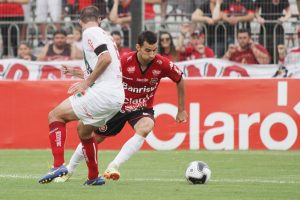 Diogo Oliveira deu passe milimétrico para o gol do Ramon. Foto: Carlos Insaurriaga