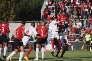 No primeiro gol, Felipe Garcia subiu no terceiro andar e marcou de cabeça. Foto: Carlos Insaurriaga