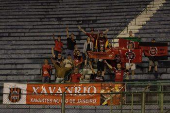 Como em todas as partidas, a torcida Xavante também esteve presente em Juiz de Fora. Foto: Carlos Insaurriaga