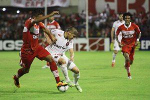 A primeira vitória fora de casa veio em Maceió, no Alagoas, diante do CRB, por 2 a 1 de virada. Foto: Carlos Insaurriaga