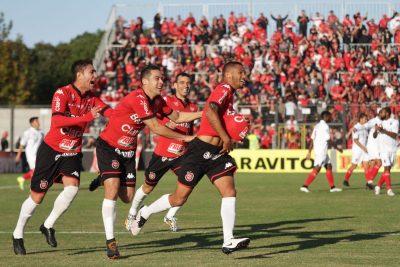 Felipe Garcia começou a Série B com dois gols logo na estreia. O meia terminou a competição com 13 gols, na vice artilharia. Foto: Carlos Insaurriaga