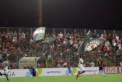 Torcida Xavante apoiou a equipe durante toda a partida, e comemorou a vitória ao apito final. Foto: Carlos Insaurriaga