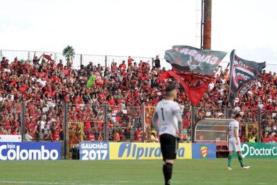 Torcida Xavante apoiou a equipe durante toda a partida, e fez a festa ao final do jogo. Foto: Carlos Insaurriaga