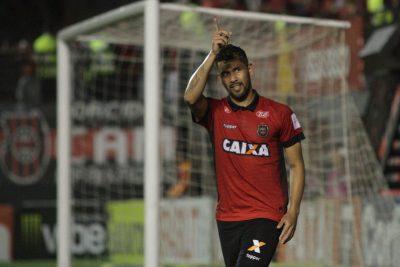 Marlon marcou o segundo, depois de grande passe de Misael. Foto: Carlos Insaurriaga