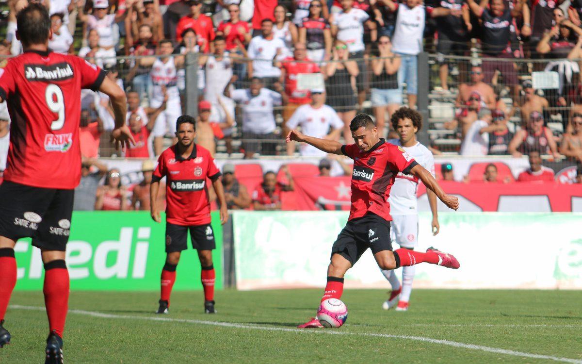 Com gol de Itaqui, Brasil quebra tabu e derrota o Internacional por 1 a 0 no Bento Freitas