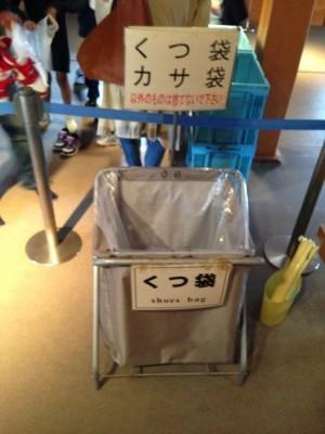Des sacs pour vos chaussures afin de ne pas salir les sols sacrés des temples