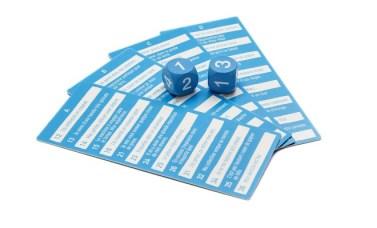 Les cartes et les dés du jeu du gnou
