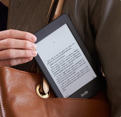 Donale un libro elettronico come il Kindle Paperwhite e riempilo di libri di poesie d'amore e i suoi autori preferiti