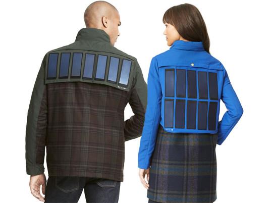 Esaurito nell'autunno/inverno 2014, la giacca a pannelli solari forse non è fashion come vorrebbe farci credere, ma ti permette di ricaricare i tuoi gadget tecnologici (Tommy Hilfiger)