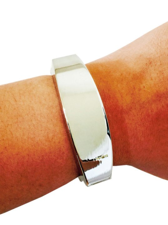 Finita l'era delle cover per Fitbit di gomma: su Etsy trovi braccialetti bellissimi e fatti a mano come questo (€ 37,44)