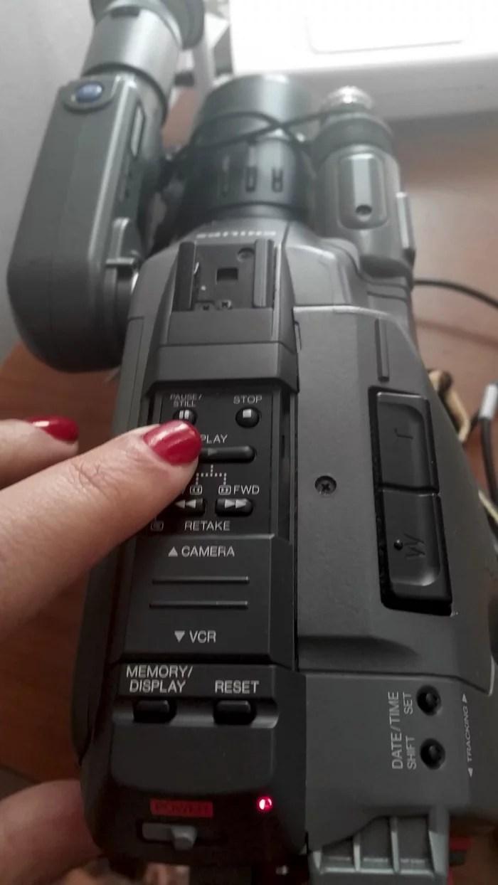 Clicca su Play sulla videocamera