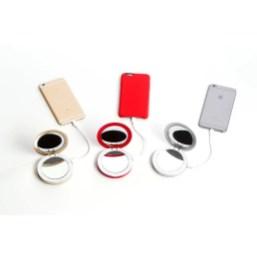 Batteria di emergenza per smartphone con specchio