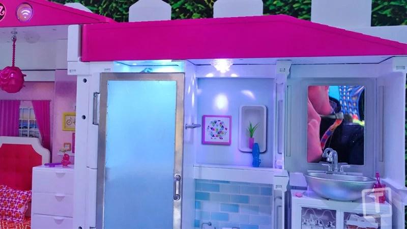 Barbie Hello Dreamhouse: dettaglio del bagno