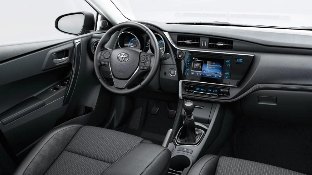 Toyota Hybrid Auris: gli interni