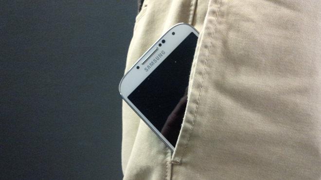 smartphone-pants