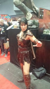 Jessica cosplays Xena at NYCC 2014. Photo: The Geek Initiative.