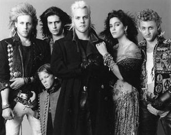 rare-photos-the-lost-boys-movie-733470_335_265