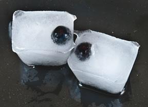 eyeball-ice-cubes-blueberry-fruit-halloween