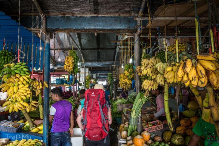 Lokalny targ owocowo-warzywny w Male