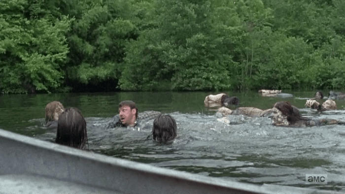 the-walking-dead-s07e08-Walker-lake-bathing