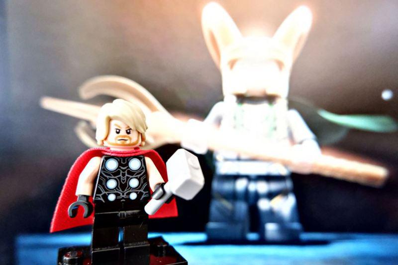 Thor Dark World voor Geekish Thor en Loki broederliefde