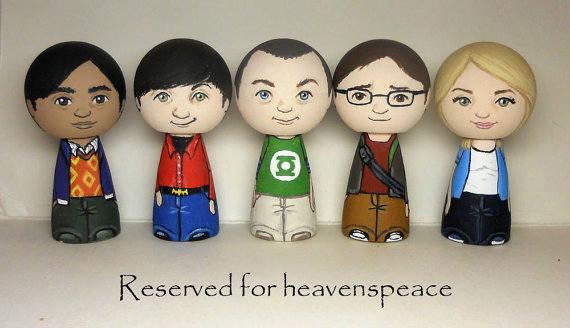 papercraft Big Bang Theory figurines (2)