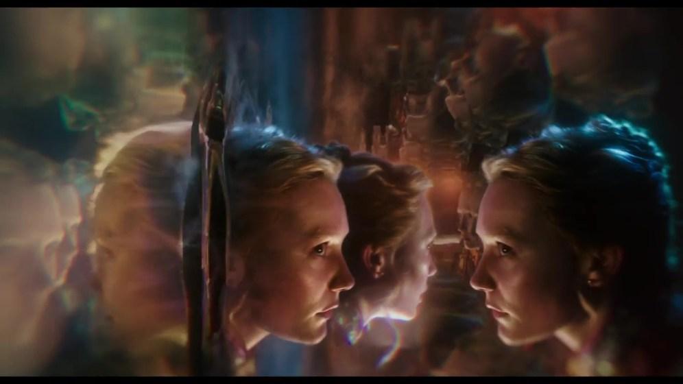 Alice-de-lAutre-Cote-du-Miroir-Alice-miroir