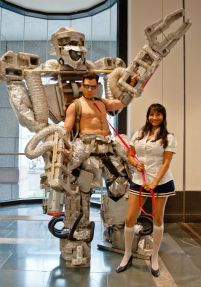schoolgirl-giant-robot