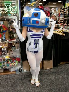 Hello R2 - SDCC 2012 - Hayley Sargent