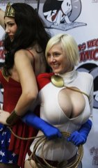 Wonder Woman and Power Girl @ Las Vegas Comic Expo 2012 - Picture by Brian DeCania