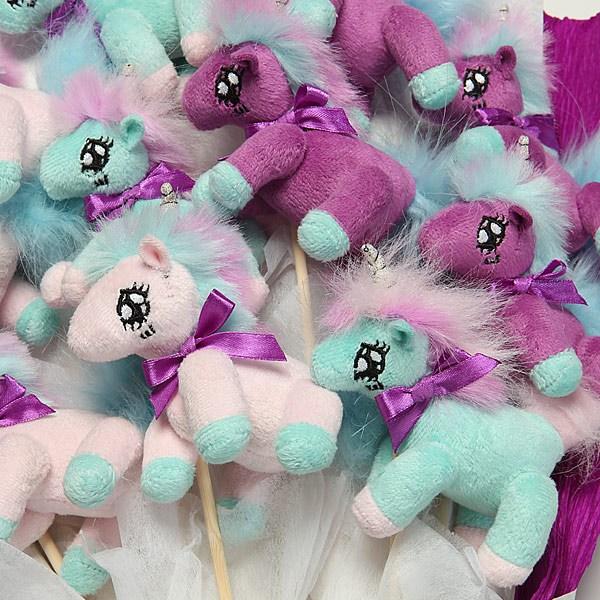 plush_unicorn_bouquet_closeup