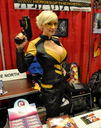 Hornet (Heroes of the North) - Montreal Comic Con 2013 - Picture by Geeks are Sexy