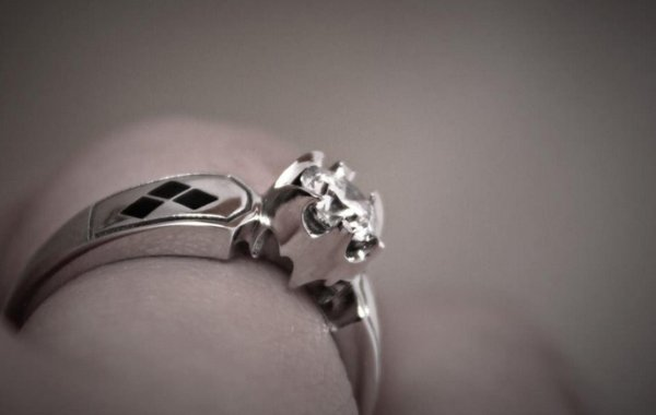 Gorgeous Batman and Harley Quinn Wedding Ring Pics