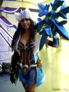 Snowstorm Sivir (Jodeci Cosplay) – Montreal Comic Con 2014 – Photo by Geeks are Sexy