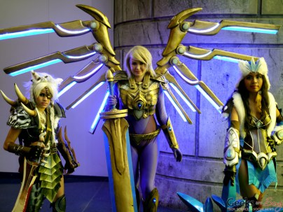 Rengar, Aether Wing Kayle, Snowstorm Sivir (Ashari Cosplay and Props) – Montreal Comic Con 2014 – Photo by Geeks are Sexy