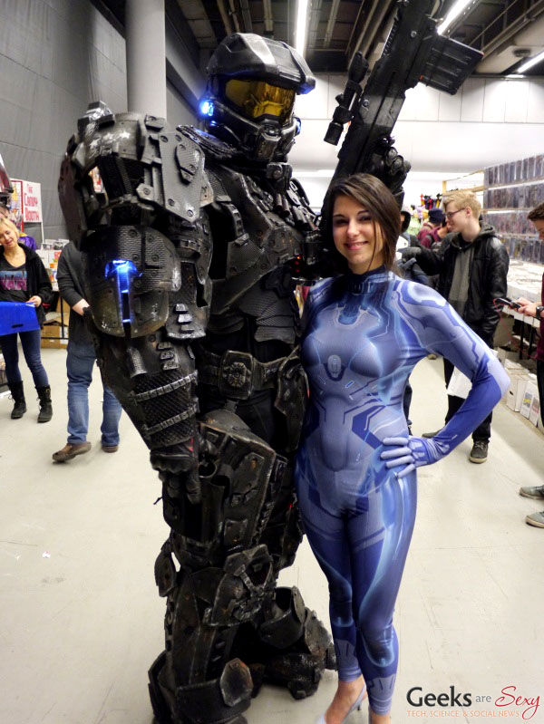 Master Chief and Cortana - Montreal Mini Comiccon 2016 - Photo by Geeks are Sexy