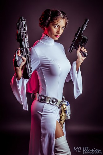 Ivy stuns in her sexy Princess Leia cosplay