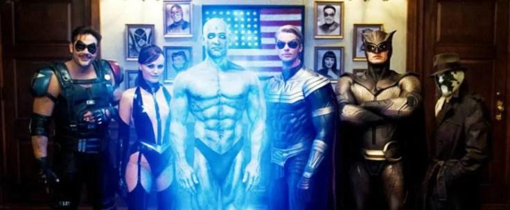 [De gauche à droite : Le comédien, Spectre Soyeux II, Dr Manhattan, Ozymandias, le Hibou II et Rorschach]