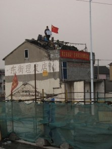 Homeowner in China refuses to move