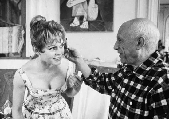 Iconic actress Brigitte Bardot with artists Pablo Picasso.