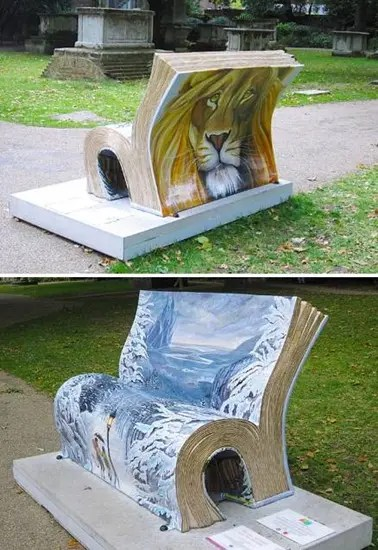 "London ""book benches"": Narnia-themed The Witch and the Wardrobe bench."