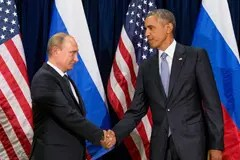US President Obama shaking hands with Vladimir Putin