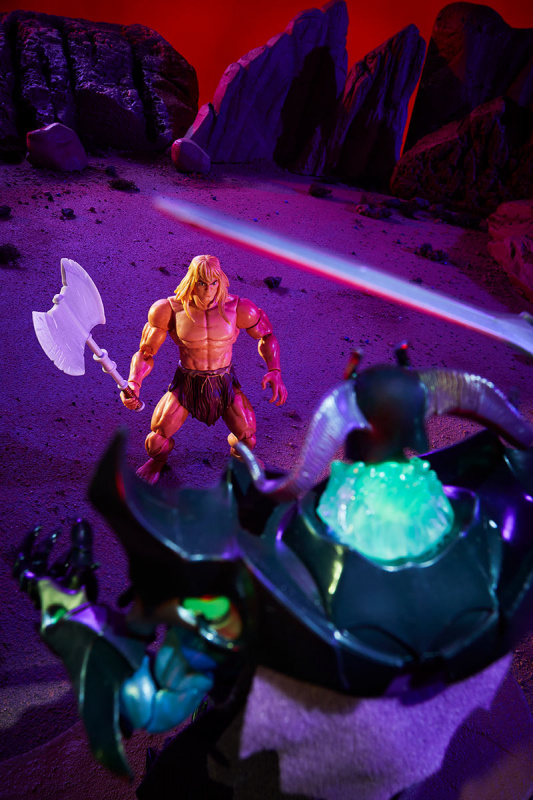 Masters of the Universe Revelation Savage He-Man with Orko - ready to fight