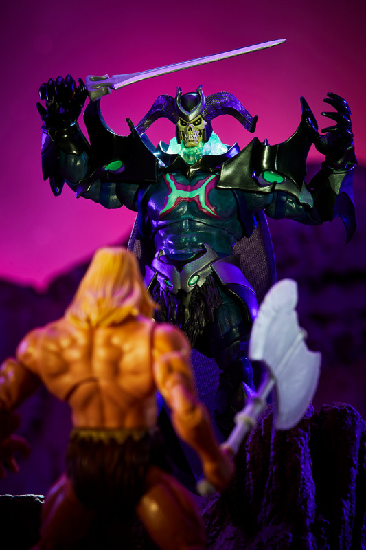 Masters of the Universe Revelation Savage He-Man with Orko - skeletor