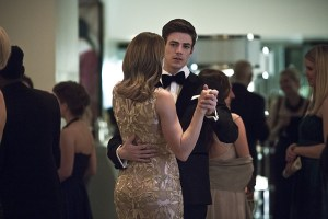 """The Flash -- """"Potential Energy"""" -- Image FLA210b_0096b -- Pictured (L-R): Shantel Van Santen as Detective Patty Spivot and Grant Gustin as Barry Allen -- Photo: Katie Yu/The CW -- © 2016 The CW Network, LLC. All rights reserved."""