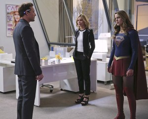 """""""Myriad"""" -- Kara (Melissa Benoist, right) must find a way to free her friends when Non and Indigo use mind control to turn National City's citizens into their own army, on SUPERGIRL, Monday, April 11 (8:00-9:00 PM, ET/PT) on the CBS Television Network. Pictured left to right: Peter Facinelli, Calista Flockhart and Melissa Benoist Photo: Cliff Lipson/CBS ©2016 CBS Broadcasting, Inc. All Rights Reserved"""