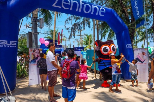 People enjoy the latest products of ASUS in the Zenfone Live Experience Area in Boracay