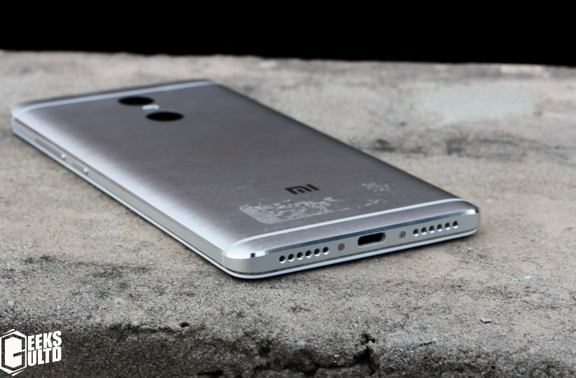 Xiaomi Redmi Pro Review: Bottom