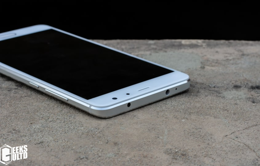 Xiaomi Redmi Pro Review: Top Side